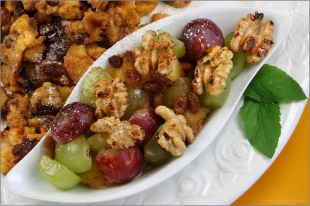 Semmelschmarrn mit Rosinen, Weintrauben und Walnüssen © Liz Collet