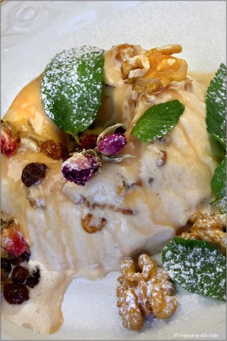 Rosenblüten-Walnuss-Honig-Parfait © Liz Collet