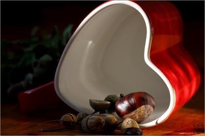 Herbstliches  © Liz Collet , Herz, herzform, Tasse, Teetasse, Suppentasse, Kastanien, Eicheln, Früchte,