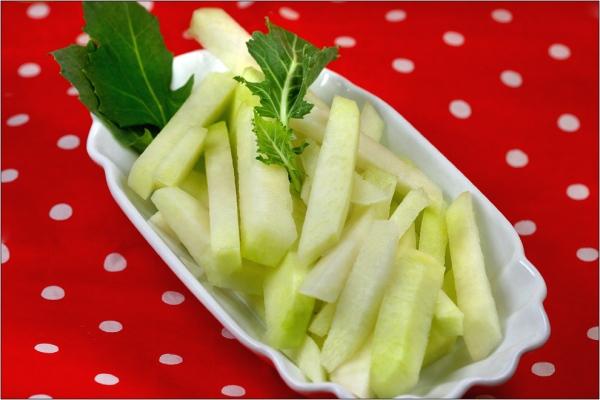 Kohrlabi , Rohkost, Fast Food , Grünes Fastfood, gesunde Pommes