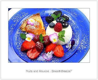 Joghurt-Honig-Dessert beerig serviert © Liz Collet