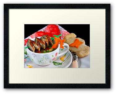 Griessuppe mit Nürnberger Schlingeln © Liz Collet Photography