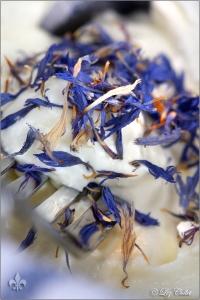 Frischkäse mit Kornblüten © Liz Collet