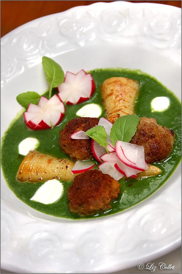 Fleischpflanzerl mit Radieschensauce © Liz Collet