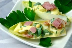 Chicoree mit Eier-Apfel-Salat  © Liz Collet
