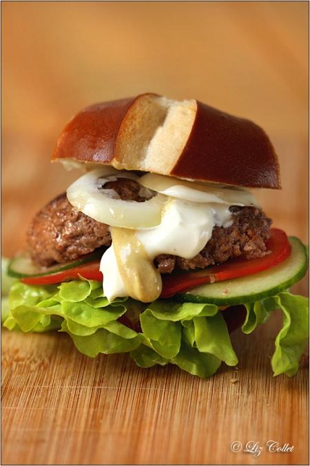 Lizerls Brezenburger mit Murnau Werdenfelser Rindfleisch, Brezenburger, Laugengebäck, Brot, Snack, Rindfleisch, regionales Fleisch, regionale Zutaten, regionale Lebensmittel, Burger, Beef Burger