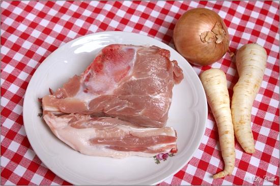 Schweineschwanz, Petersilienwurzel und Zwiebel © Liz Collet