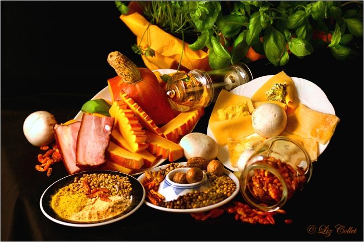 arrangement, basilikum, basilikumravioli, bauchfleisch, champignons, chili, chilischote, curry, erntedank, essen, gelbwurz, gemahlen, gewürze, glas, halloween, hintergrund, hunger, ingwer, italien, kardamom, kartoffel, koriander, kreuzkümmel, kürbis, kürbisravioli, kürbissuppe, lecker, milchkännchen, muskat, muskatnüsse, muskatreibe, oktober, pasta, petersilie, pfeffer, pfeffer, pfefferkörner, pfeffermühle, pilze, ravioli, reibeisen, sahne, sahnekännchen, salz, schwarz, schwarz, speck, stileben, stilleben, stillleben, suppe, teller, zutaten