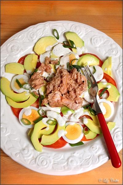 Salat mit Avocado und Thunfisch © Liz Collet