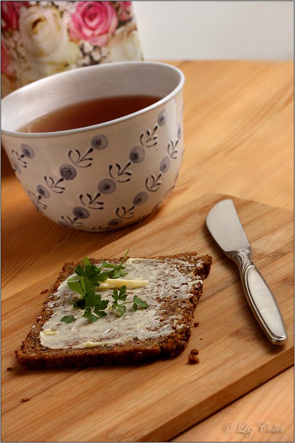 Vollkornbrot mit Butter und Petersilie © Liz Collet