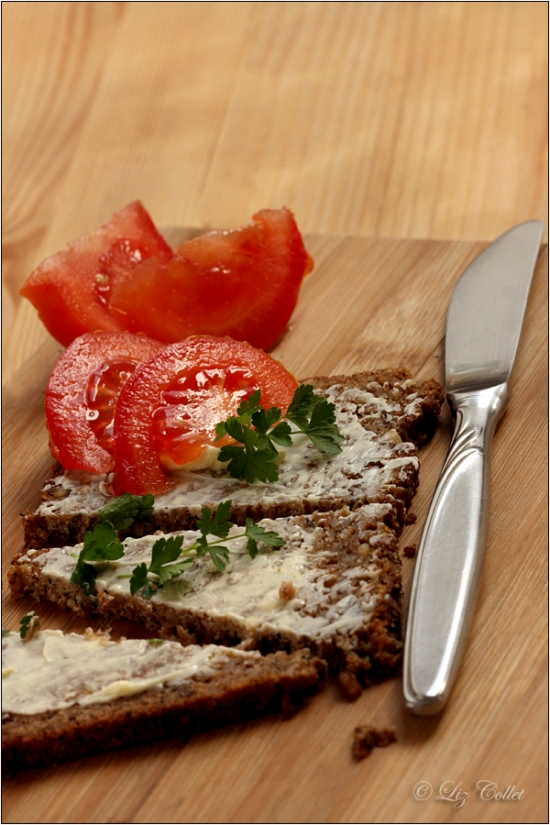 Tomatenbrot mit Petersilie © Liz Collet