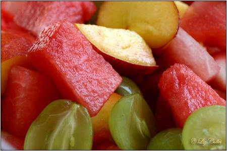 Obstsalat © Liz Collet,obstsalat, trauben, weintrauben, melone, nektarine, obst, früchte, diät, ernährung, gesund, pausensnack, vitalfood, erfrischend, halbiert, frühjahrskur, sommerlich, leicht, grün, rot, figurbewusst, kur