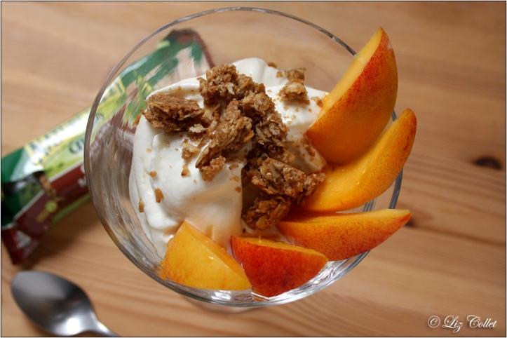 Knusper-Dessert mit Nektarinen und Topfen © Liz Collet