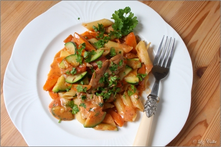 Penne mit Möhren Huhn und Zucchini© Liz Collet