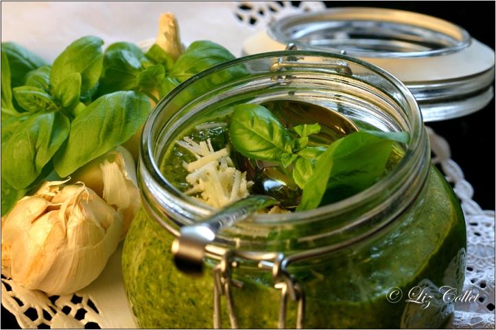 Pesto, Basilikum © Liz Collet