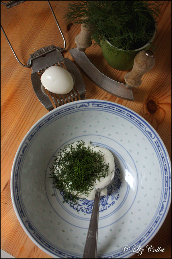 Leichter Eiersalat mit Joghurt und Dill © Liz Collet, Andechser Natur, Andechser Molkerei, Molkerei Andechs, Andechser Naturjohurt, Andechser Bio-Joghurt mild,