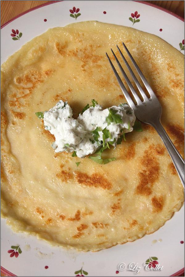 Pfannkuchen mit hausgemachtem Kräuterfrischkäse © Liz Collet