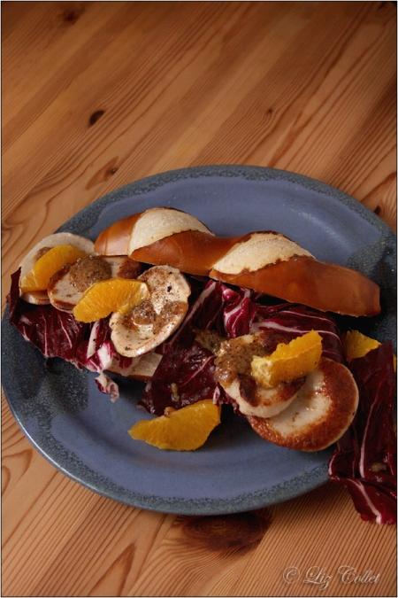 Brezenstange mit Radicchio, gebratener Gelbwurst und Orange © Liz Collet