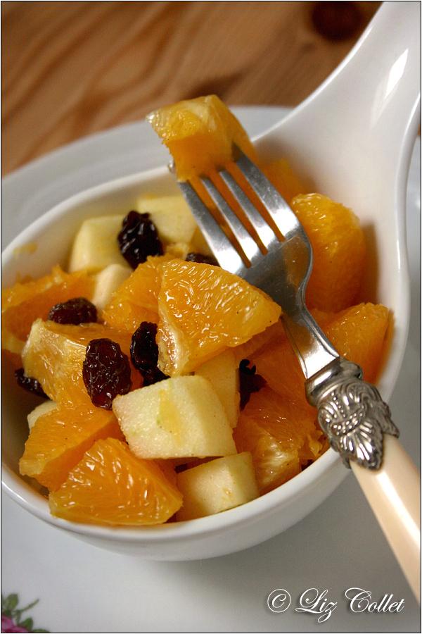 © Liz Collet,Obst, Obstsalat, Orange, Apfel, Frucht, Rosinen, Sultaninen, Dessert, Nachtisch, Hauptgericht, leicht, erfrischend, fruchtig, Zitrusfrucht, Vitamine, Orangensalat, Salat,