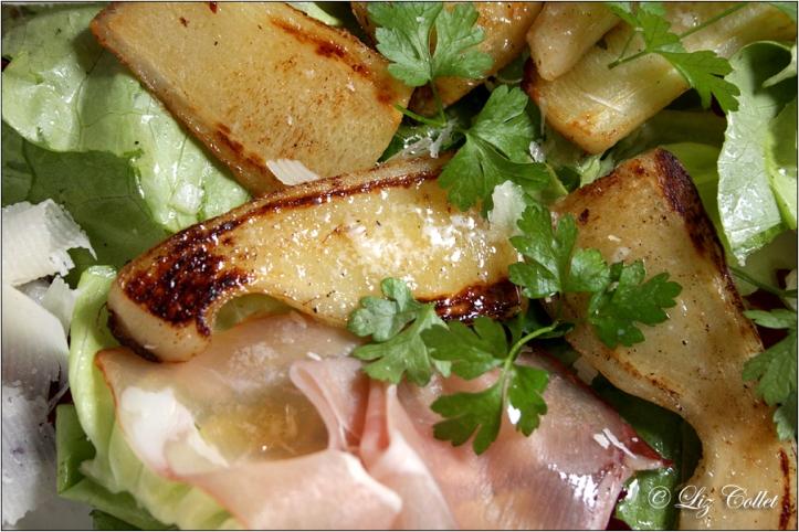 Petersilienwurzel mit Salat, Schinken und Parmiggiano © Liz Collet,Petersilienwurzeln, Wurzelpetersilie, Gemüse, Wurzeln, wurzelgemüse, Zutat, Nahrungsmittel, Lebensmittel, unique, unförmig, unförmige Gemüse, krummes Gemüse, EU-Norm, Lebensmittelnorm,