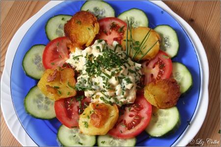 Bratkartoffeln mit Eier-Gurken-Salat © Liz Collet