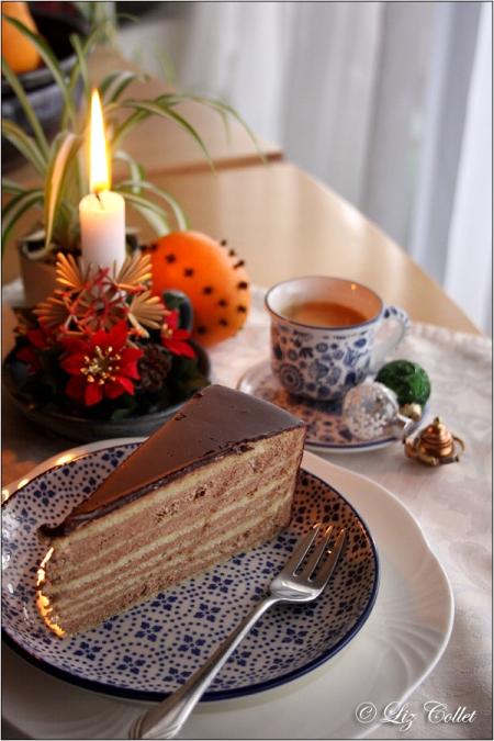 Prinzregententorte © Liz Collet,Prinzregententorte, Torte, Kaffee, Espresso, Kaffeepause, Kerze, Kerzenlicht, Kerzenschein, Weihnachtsstern, Orange, Nelke, Advent, Weihnachten, Vorweihnachtszeit, Adventskaffee, bayerisch, Bayerische Spezialitäten, Prinzregent, Weihnachtsschmuck, Christbaumkugel,