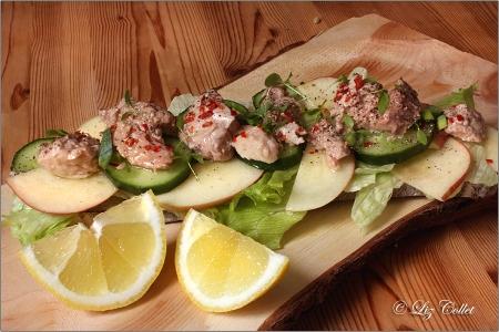 Bauernbrot mit Dorschleber und Salat © Liz Collet. Fisch, Leber, Foie de Morue, Bauernbrot
