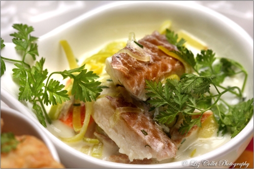 Riesling-Räucheraal-Suppe mit feinen Wurzelgemüsen und Kerbel © Liz Collet